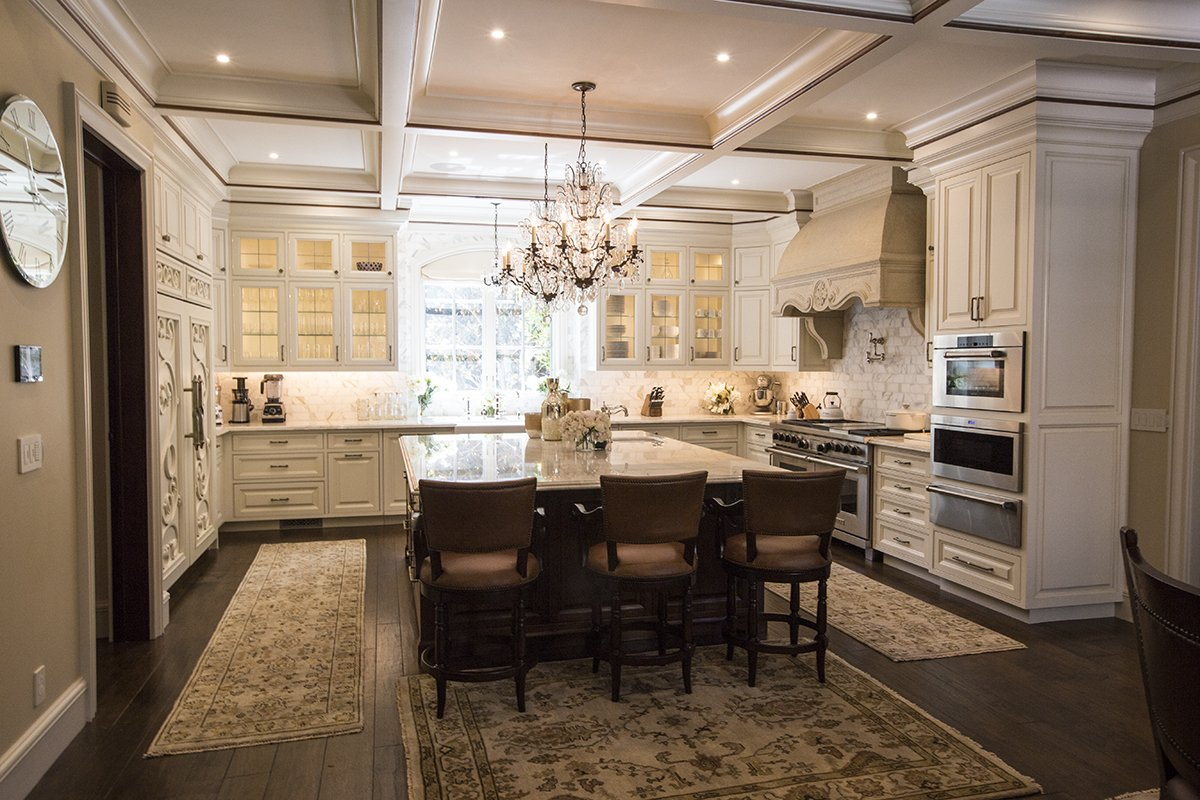 Atherton - Grand kitchen with chandelier